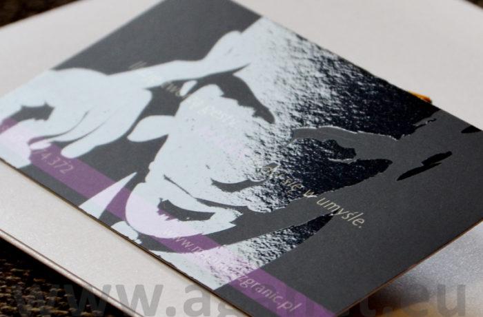 Lakier UV na wizytówkach