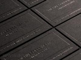 Czarny hot-stamping na czarnym papierze