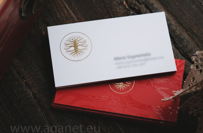 Złoty hot-stamping na kaszerowanych wizytówkach